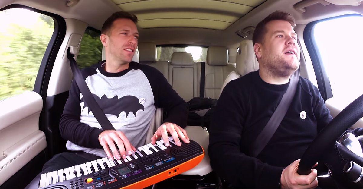 Late Late Show. Karaoke in auto per Chris Martin: il leader dei Coldplay canta 'Heroes' di David Bowie
