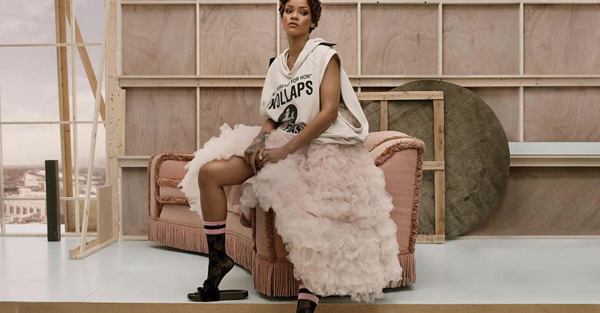 Rihanna, ecco la sua collezione di calze. La campagna è super sexy