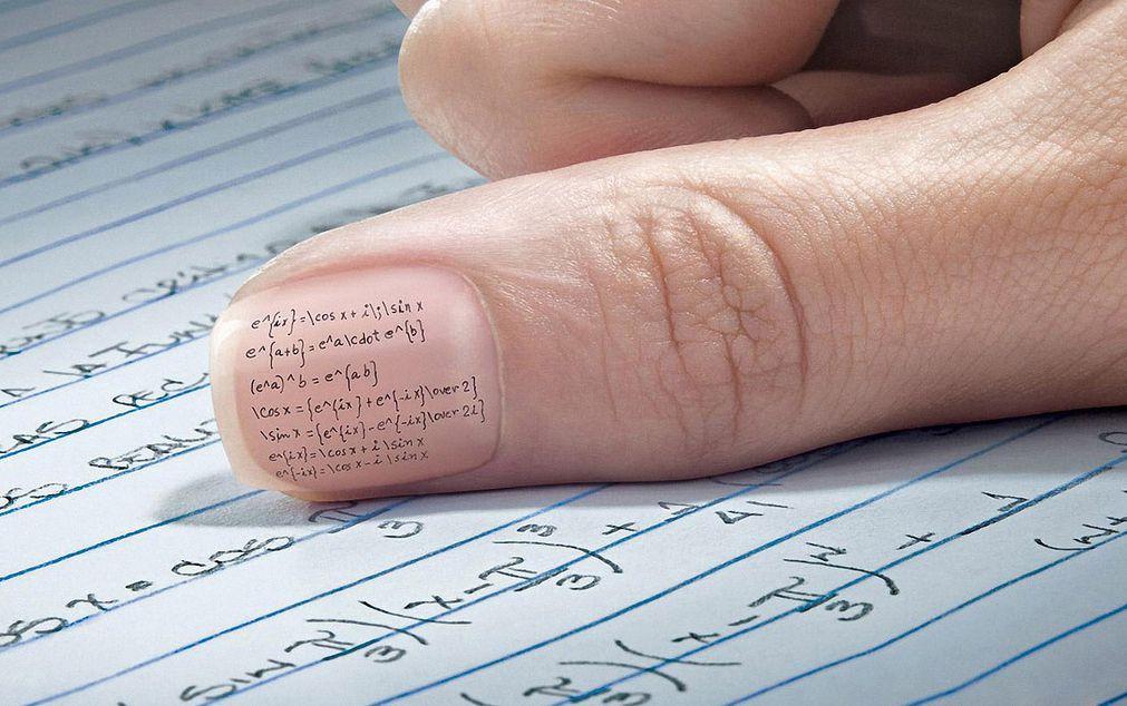 8 fantasiose idee per copiare durante una verifica a scuola