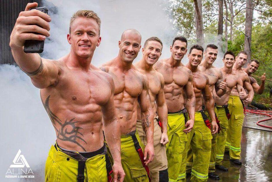Calendario Pompieri.Australia Il Calendario Dei Sexy Pompieri Per Aiutare I