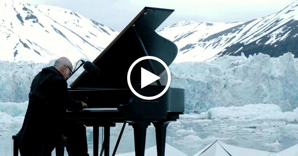 Il pianista sul ghiaccio: Ludovico Einaudi suona nel bel mezzo dell'Artico