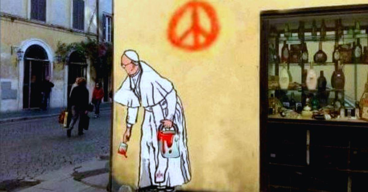 Il nuovo murale del Papa a Borgo Pio è un fake: ecco come sono andate realmente le cose