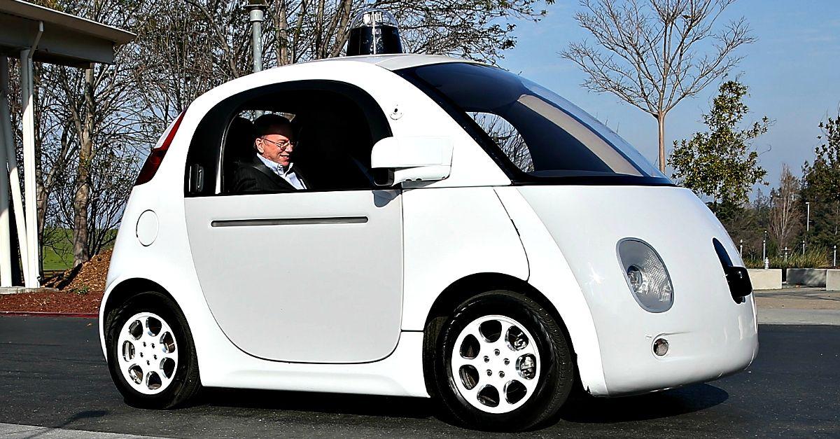"""Auto senza conducente: Nikki ci guida nel futuro nella nuova puntata di """"What's The Story"""""""