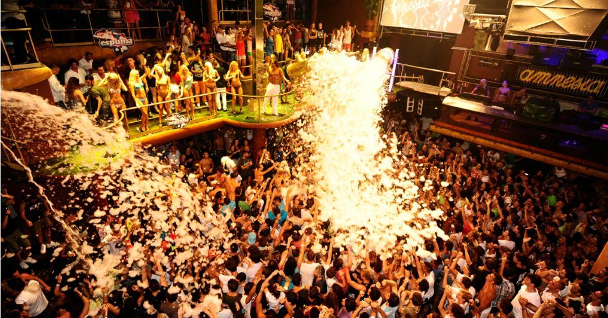 Il mito di Ibiza: Discoball sulla isla blanca