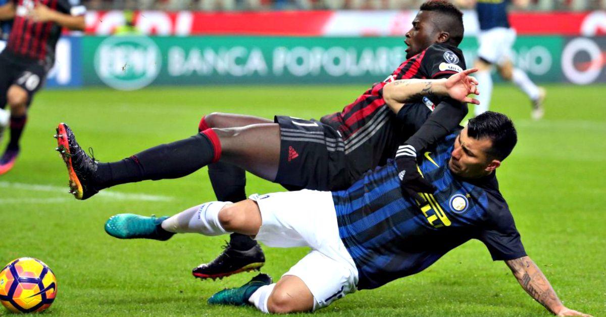 Milan e Inter non si distinguono: le maglie troppo scure confondono gli spettatori