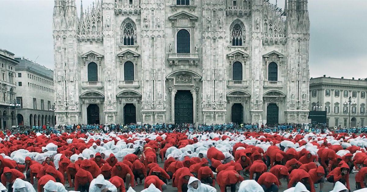 Milano, il flash mob di Deejay sulle note di Robbie Williams