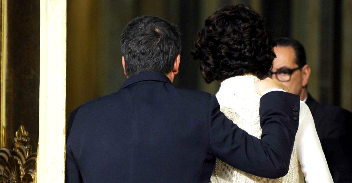 """""""Grazie ad Agnese e ai miei figli"""", l'abbraccio di Renzi dopo l'annuncio delle dimissioni"""
