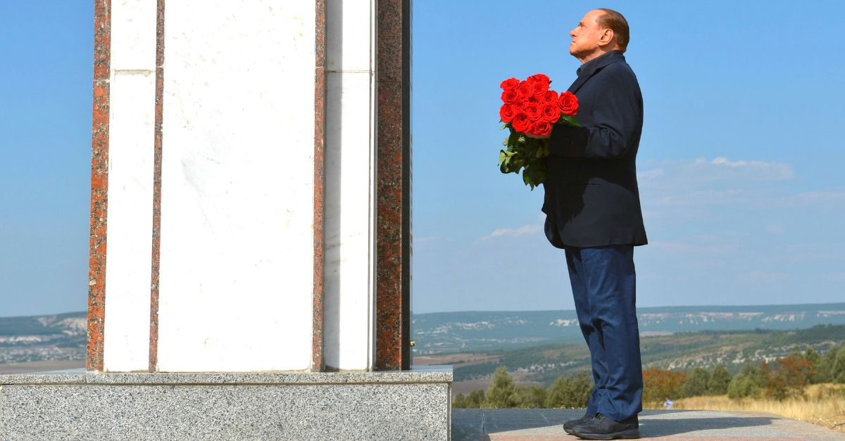 A pranzo con Berlusconi per il centro Italia: l'asta chiude stasera (e le offerte volano)
