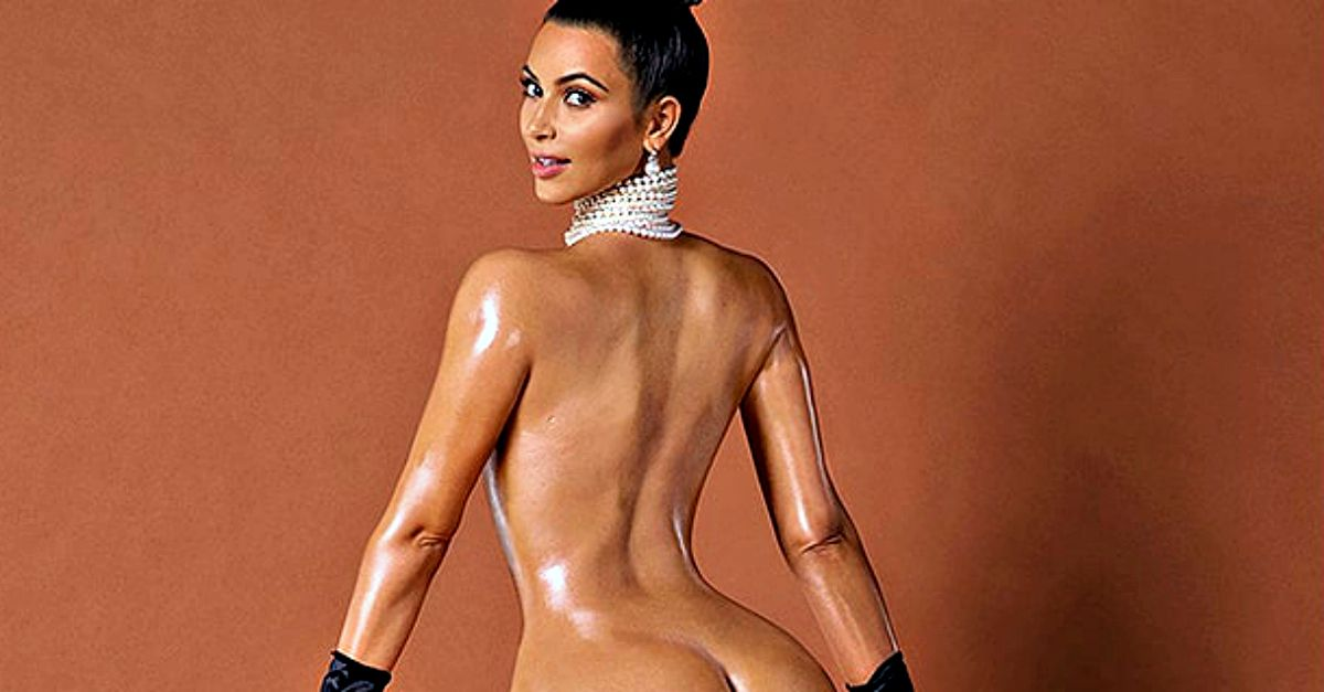 Kim Kardashian pizzicata in spiaggia senza photoshop (e il lato B è tutta un'altra cosa)