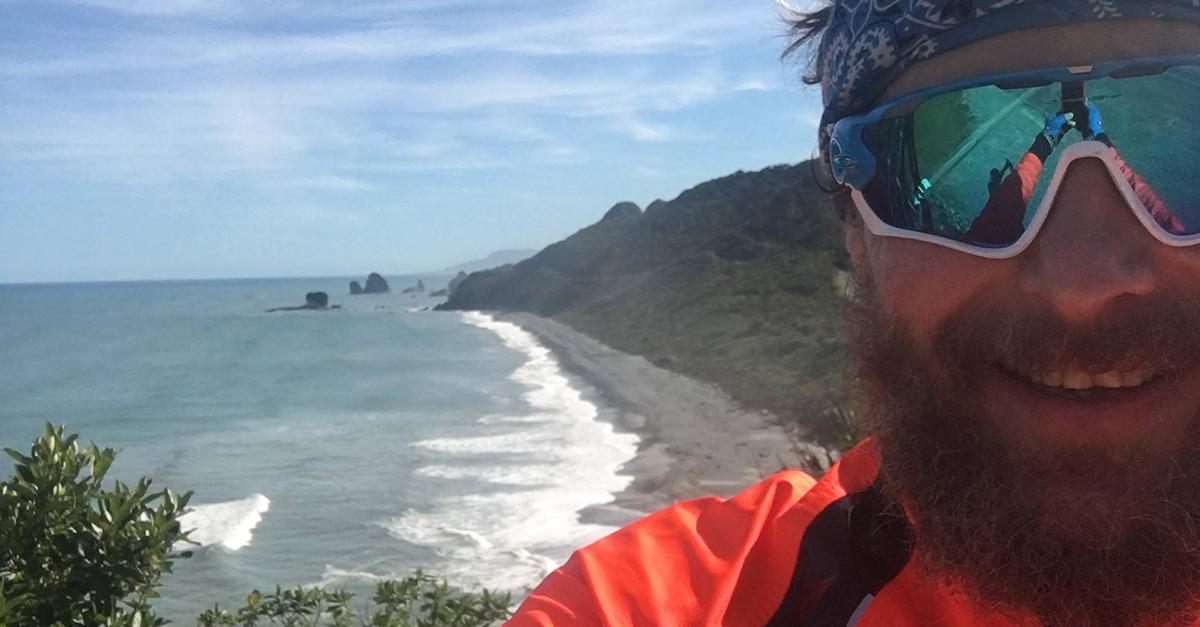 """Jovanotti in bici in Nuova Zelanda: esce il film """"Vado a Farmi un giro"""". Guarda il trailer!"""