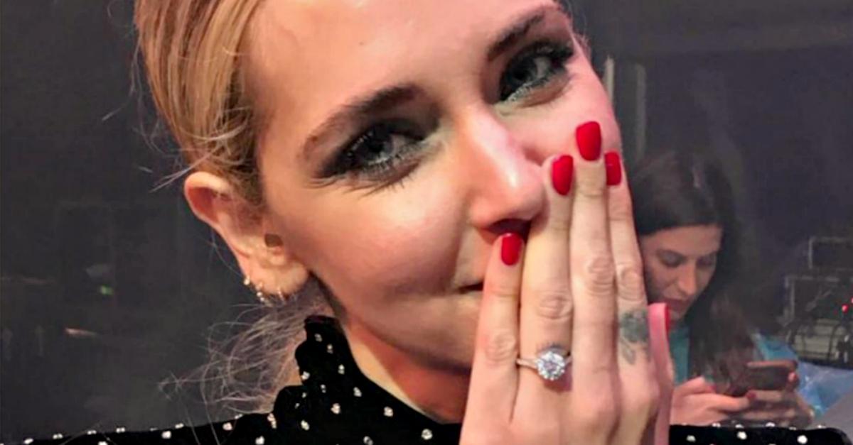 #Fedezaldito: ecco l'anello con diamante ricevuto da Chiara Ferragni