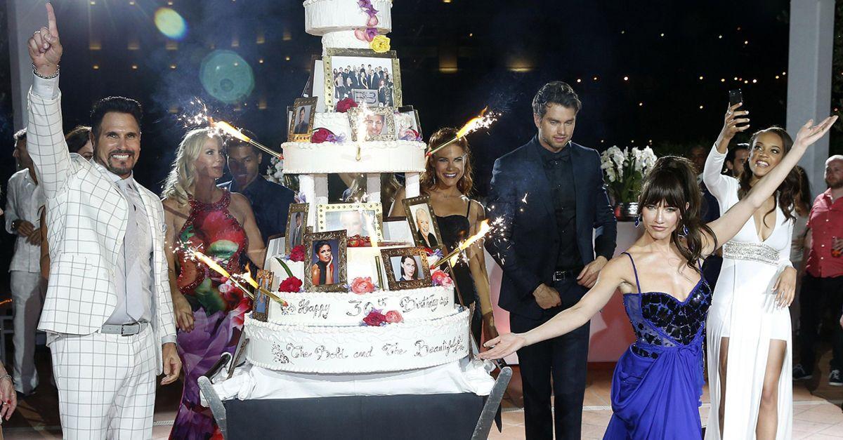 Montecarlo, balli scatenati e torta a piani: la festa per i 30 anni di Beautiful