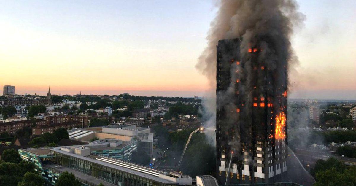 Londra, incendio nel grattacielo di 24 piani: le fiamme avvolgono il palazzo