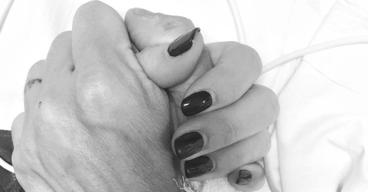 """Max Biaggi e Bianca Atzei mano nella mano in ospedale: """"Stammi vicino e tutto si aggiusterà"""""""