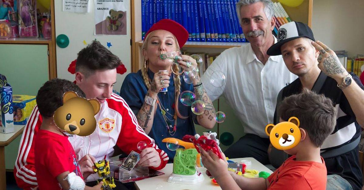 Nazionale Hip Hop: La Pina, Emiliano Pepe e Shade consegnano i giocattoli ai bambini dell'ospedale San Carlo di Milano