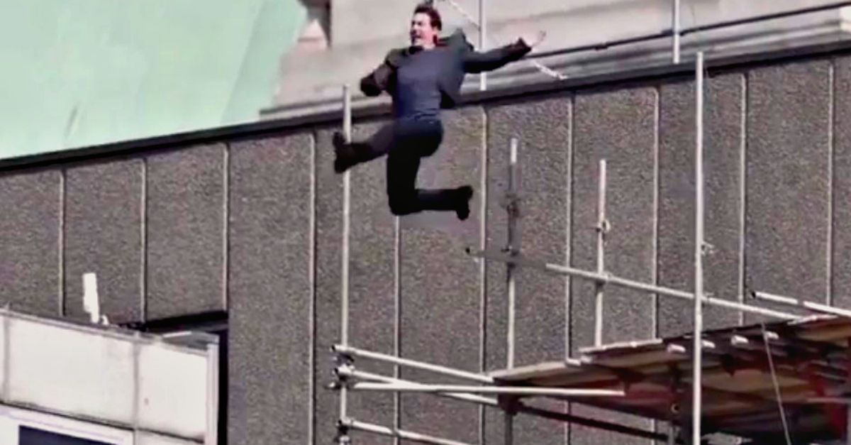 "Tom Cruise si infortuna sul set di ""Mission Impossible 6"": il salto tra i palazzi finisce male"