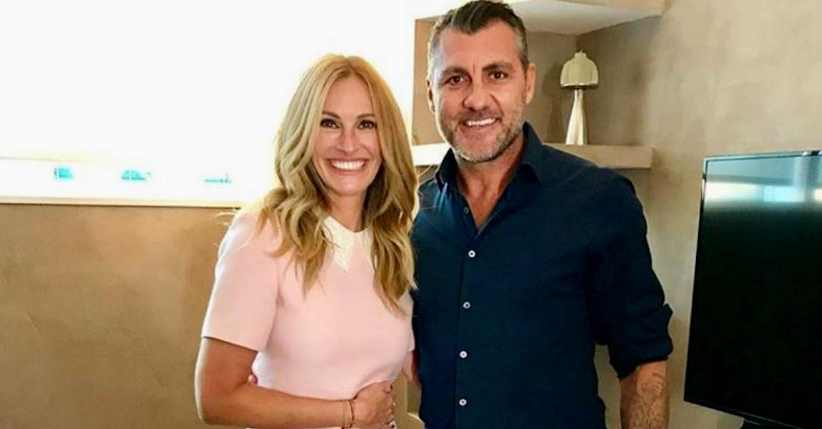 """Bobone fa una foto con Julia Roberts e si scatenano i commenti: """"Anche oggi palla in rete"""""""