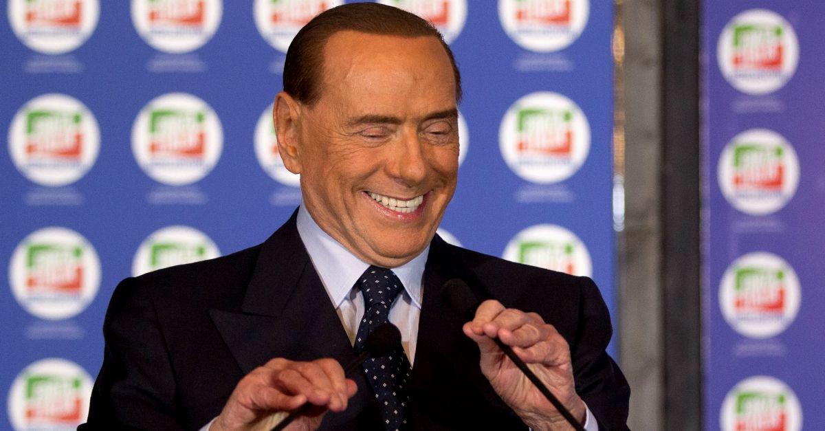 """Berlusconi ne racconta un'altra: """"Con il bidet ho insegnato i preliminari agli africani"""""""