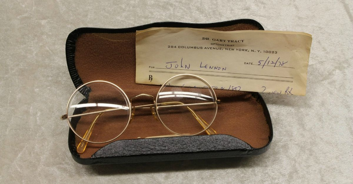 John Lennon: 9 cimeli rubati ritrovati a Berlino (ci sono anche le sue ultime sigarette)