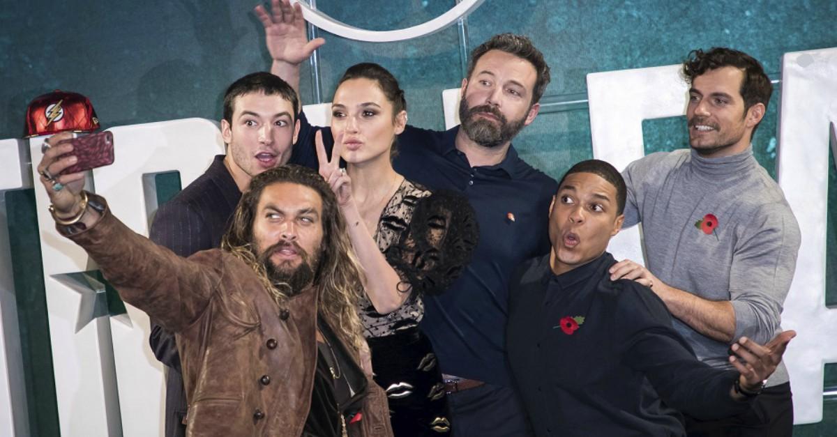Justice League 'Qual è la cosa migliore del pianeta Terra?' Rispondono Ben Affleck e Jason Momoa