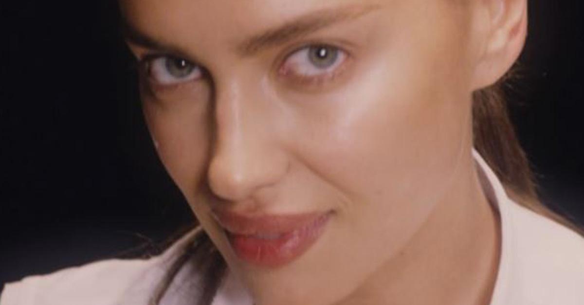 """Irina Shayk reinterpreta """"Ghost"""". Mani nell'argilla e lingerie provocante: il risultato è hot"""