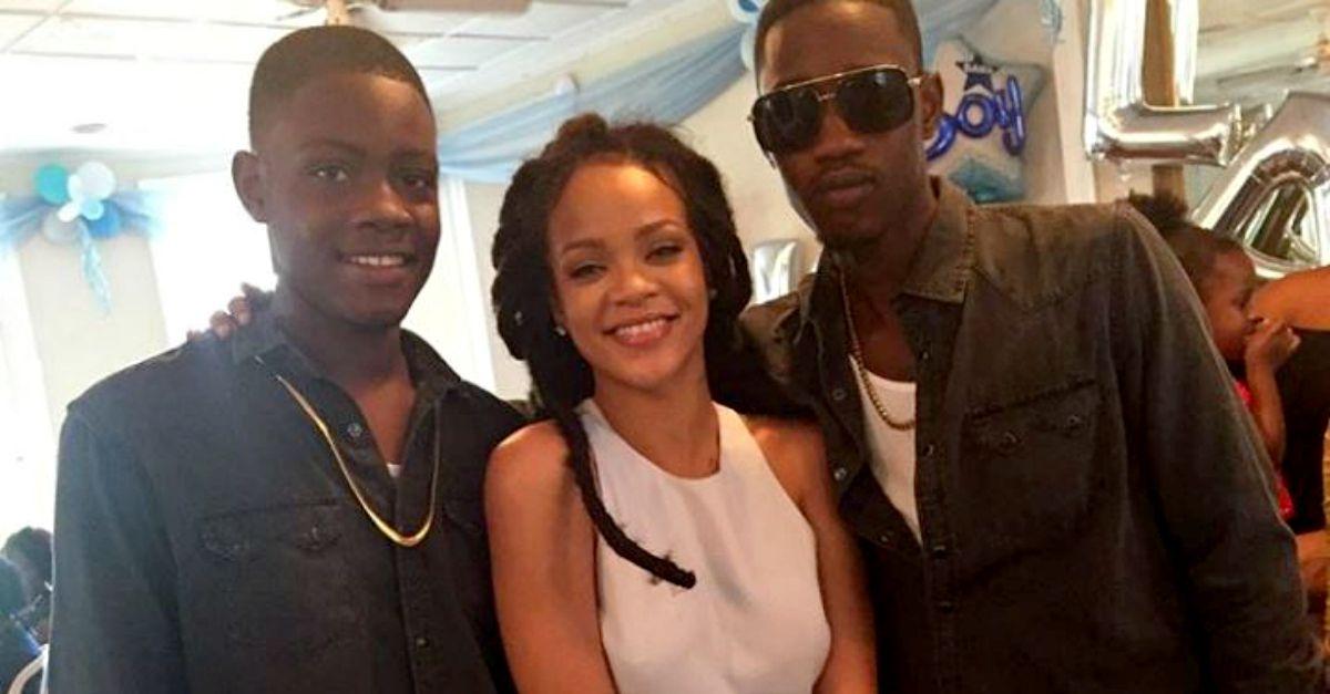 """Il dolore di Rihanna per il cugino ucciso: """"La scorsa notte ti tenevo fra le braccia"""""""