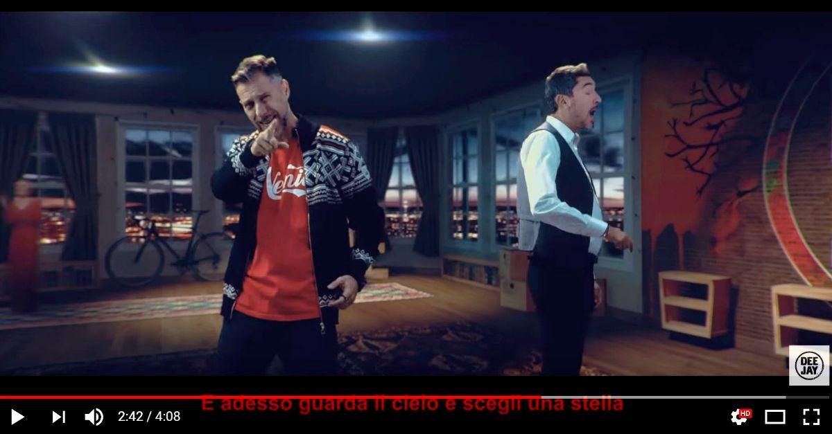 Il caso del minuto 2.43 nel video della canzone di Natale