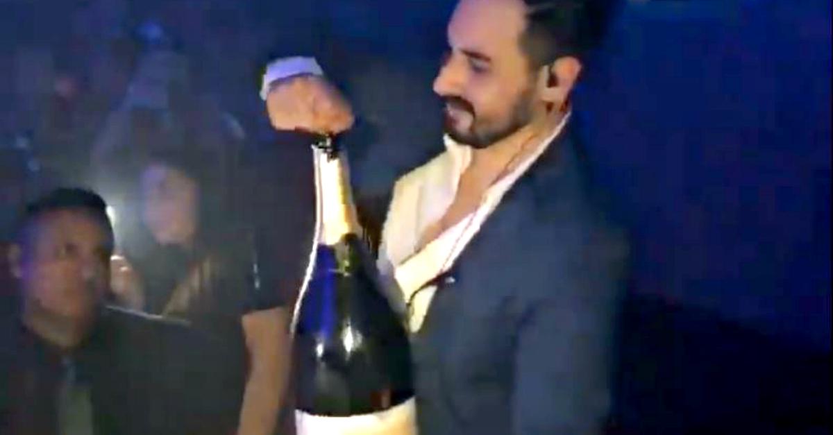 Ibiza, voleva sbocciare nel club ma rovescia la magnum di champagne da 30.000€