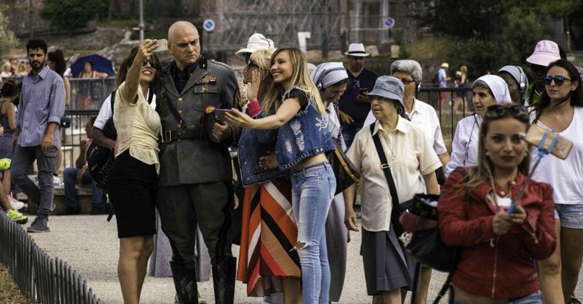 """Mussolini è di nuovo tra noi. A DJCI il film """"Sono tornato"""" di Luca Miniero e con Frank Matano"""
