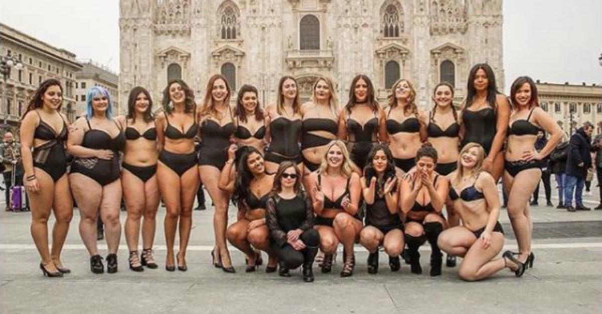 Milano, in intimo in Piazza Duomo: le curvy sfidano la Fashion Week