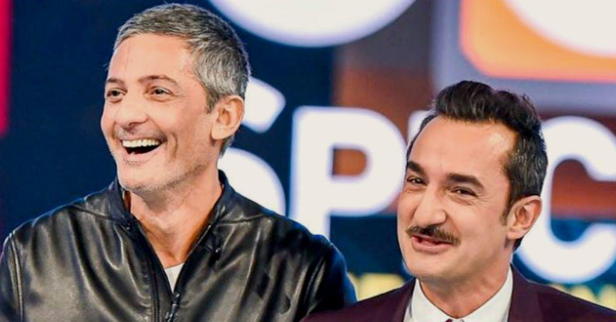"""Fiorello chiama Nicola Savino nudo: """"Prova a sbattere il pipino sul vetro della doccia"""""""
