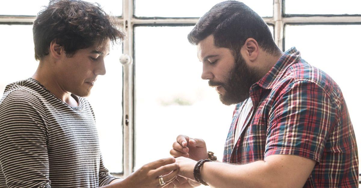 Puoi Baciare Lo Sposo: che succede se Genny di 'Gomorra' sposa Antonio. Il trailer del film