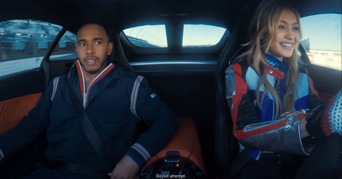 Lewis Hamilton suda freddo: al volante della supercar c'è Gigi Hadid