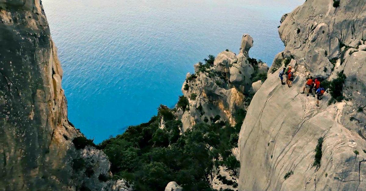 """In Sardegna c'è uno dei trekking più belli e avventurosi del mondo: il """"Selvaggio Blu"""""""