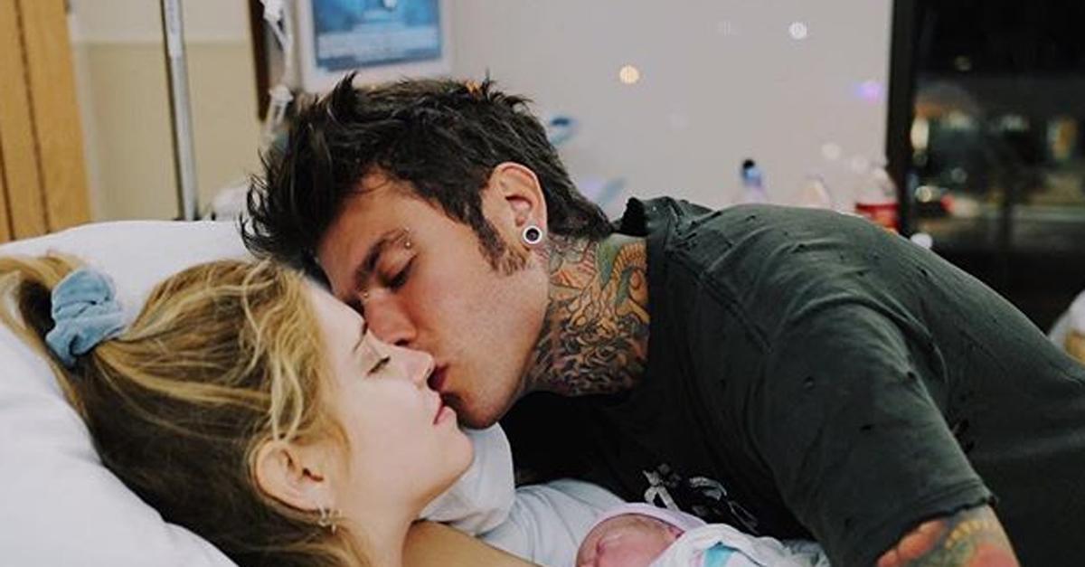 """La prima foto di Leone, il figlio di Fedez e Chiara Ferragni """"Nato per la festa del Papà"""""""