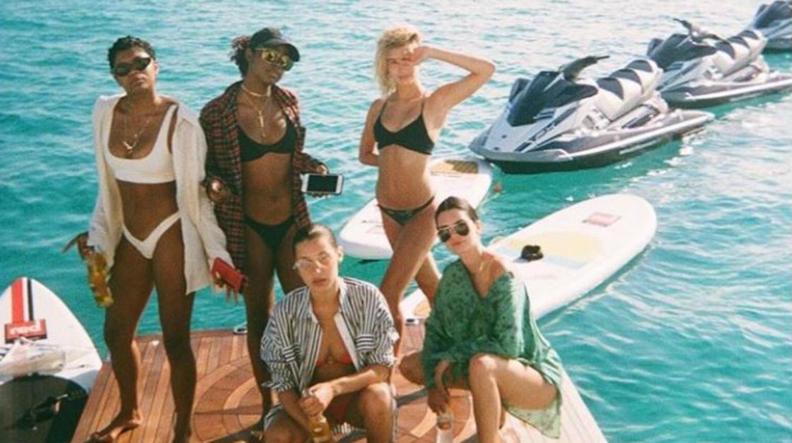 Prova costume: quest'anno torna il bikini anni '80 per valorizzare le curve
