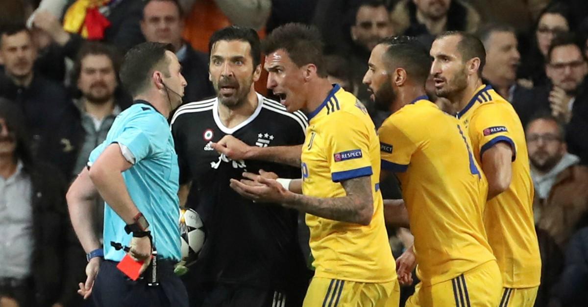 """Buffon contro l'arbitro: """"Al posto del cuore un bidone della spazzatura"""""""