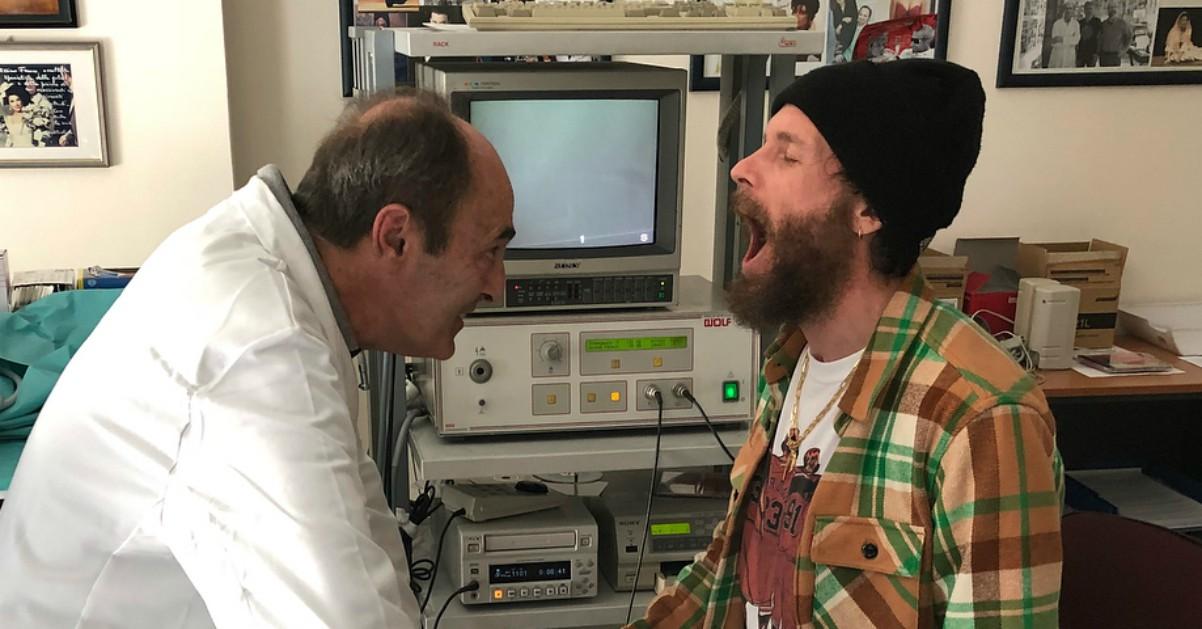 Jovanotti a rischio la data di Bologna: problemi alle corde vocali