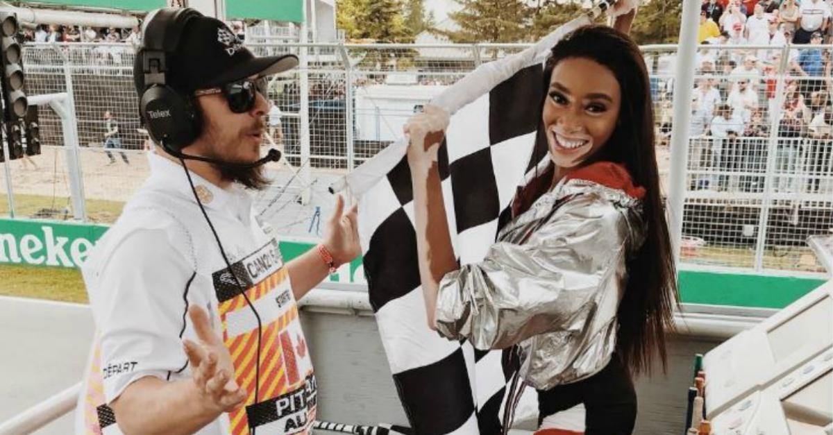 Formula1, la gaffe della modella: Winnie Harlow sventola la bandiera a scacchi troppo presto