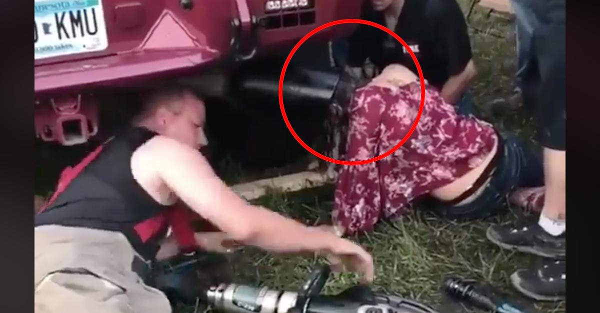 Usa, infila la testa nel tubo di scappamento: liberata dai vigili del fuoco dopo 45 minuti