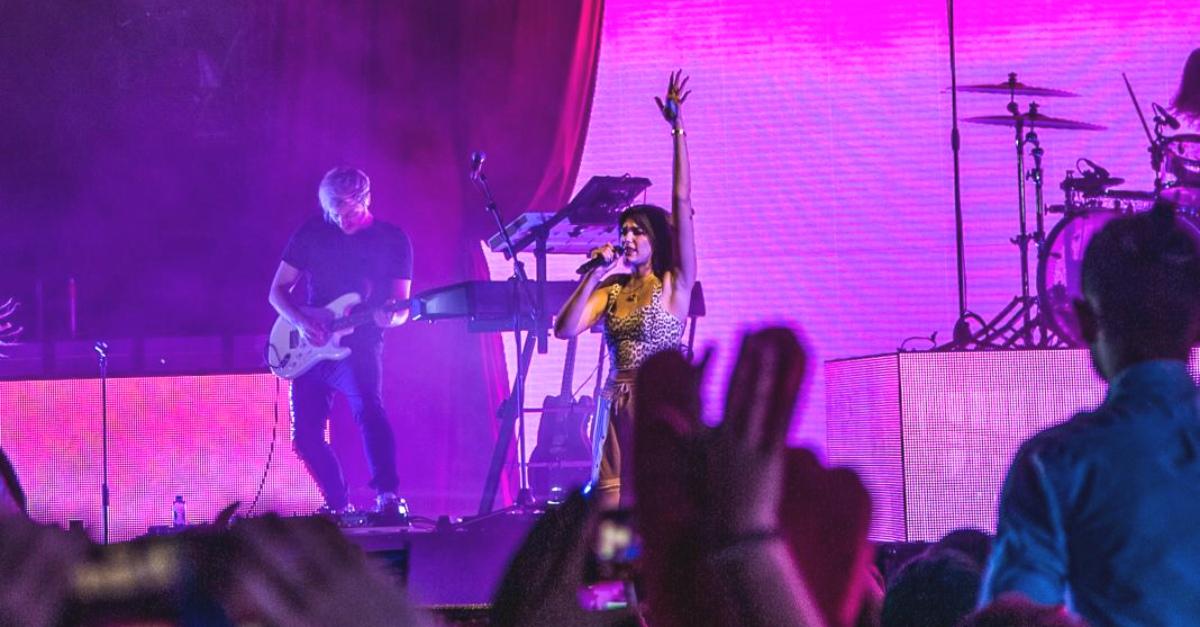 Dua Lipa Show a Tomorrowland: la prima cantante donna internazionale ad esibirsi al festival