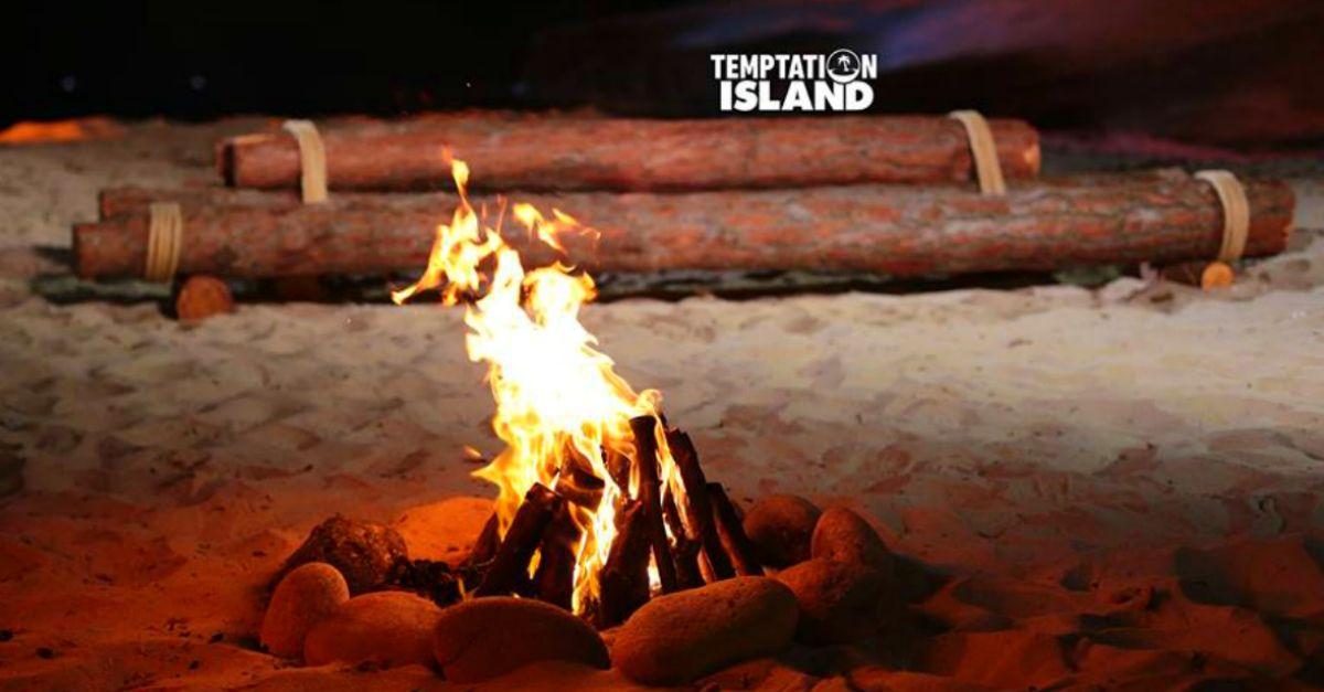 """Maria De Filippi: gli spoiler sul nuovo """"Temptation Island"""" in diretta da Laura e Rudy"""
