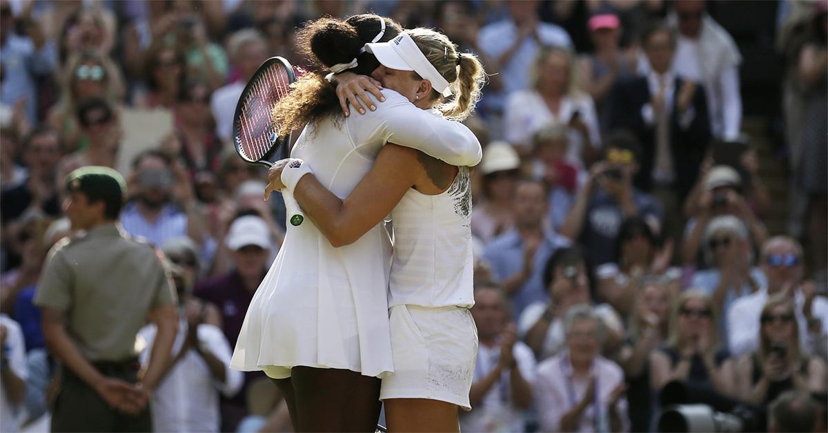Tennis. Serena Williams e Angelique Kerber, l'abbraccio più bello di Wimbledon