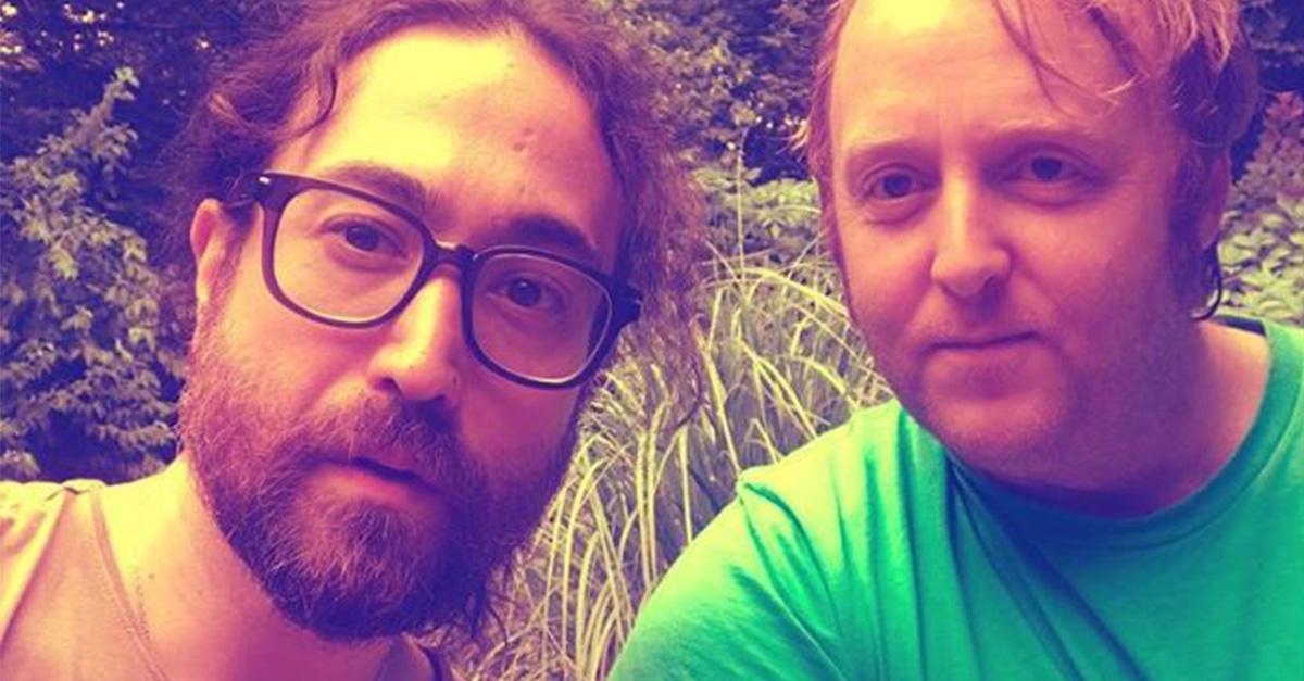 I figli di Lennon e McCartney si scattano un selfie, il confronto con i loro papà è sorprendente