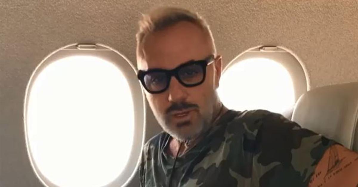 """Gianluca Vacchi, per i suoi 51 anni festeggia il """"non compleanno"""""""