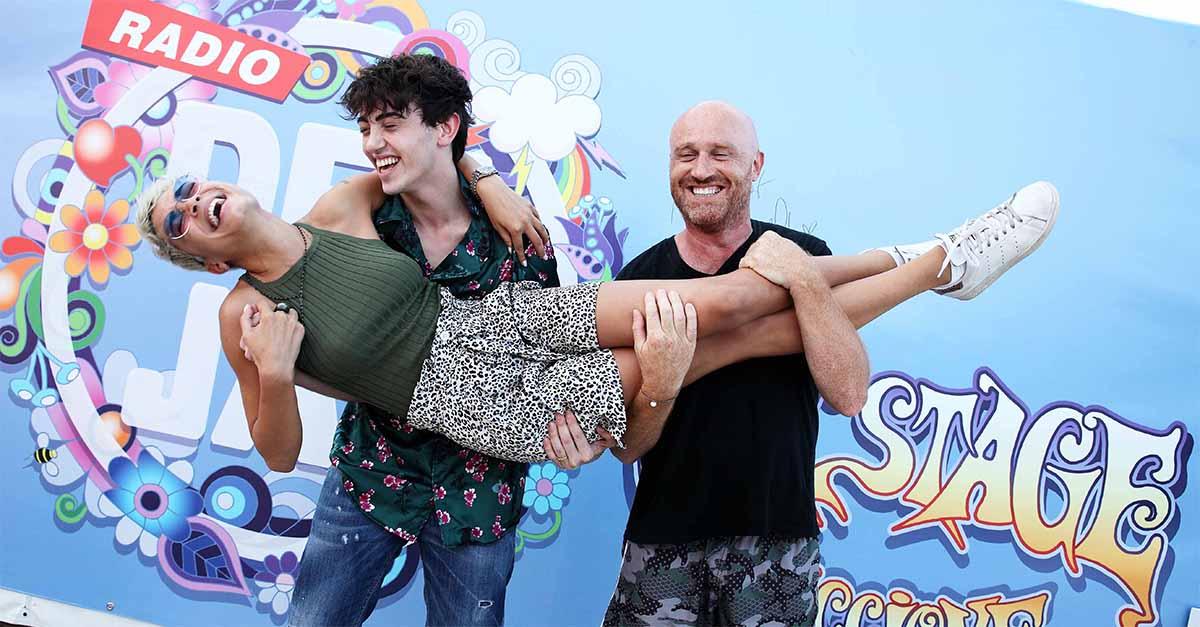 Riccione, Deejay on Stage: Elodie e Michele Bravi sul palco di Piazzale Roma