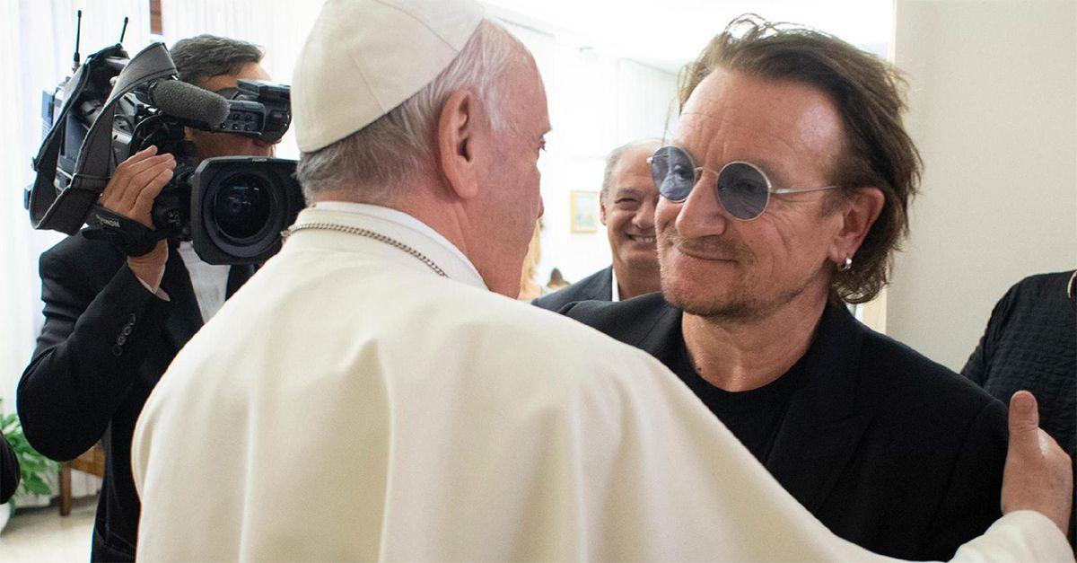 """Bono Vox incontra Papa Francesco: """"Abbiamo parlato di abusi, ho visto il suo dolore"""""""