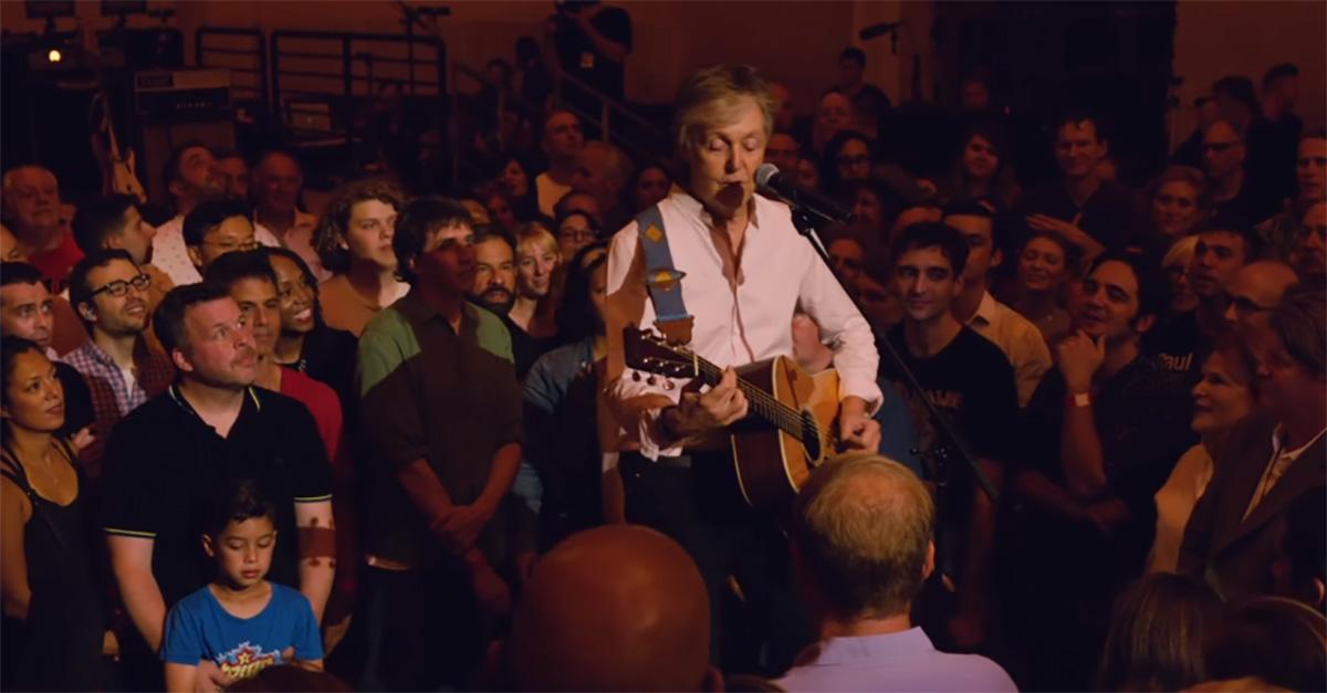 Paul McCartney, concerto a sorpresa alla Grand Central Station di New York