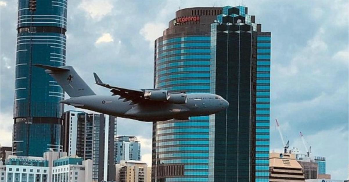Australia: il boeing vola tra i grattacieli di Brisbane