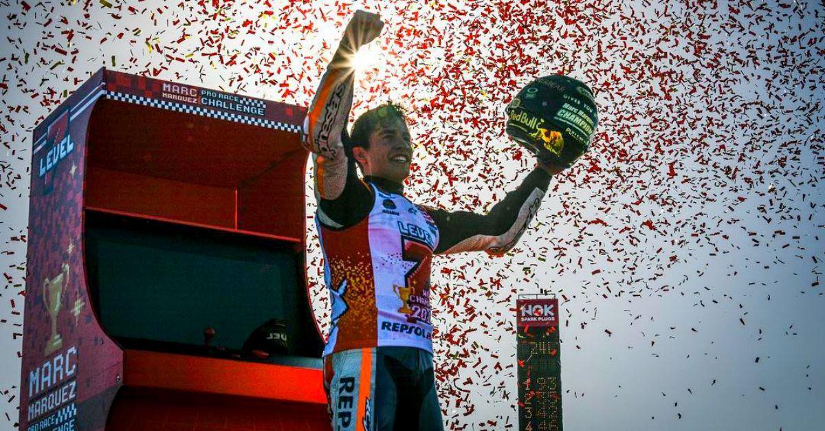 MotoGP: Marquez vince il 7° mondiale (a 25 anni) e festeggia con un videogioco in pista